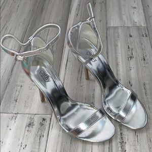 Cathy Jean / Silver T Strap Heels / 8.5